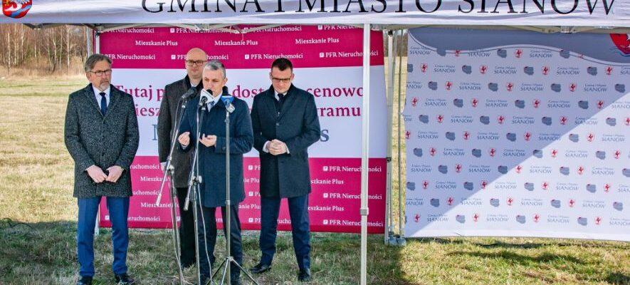 politycy mówiący o tym że Mieszkanie Plus startuje w województwie zachodniopomorskim