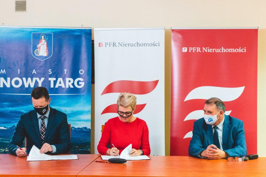 PFR Nieruchomości_Nowy Targ_podpisanie umowy